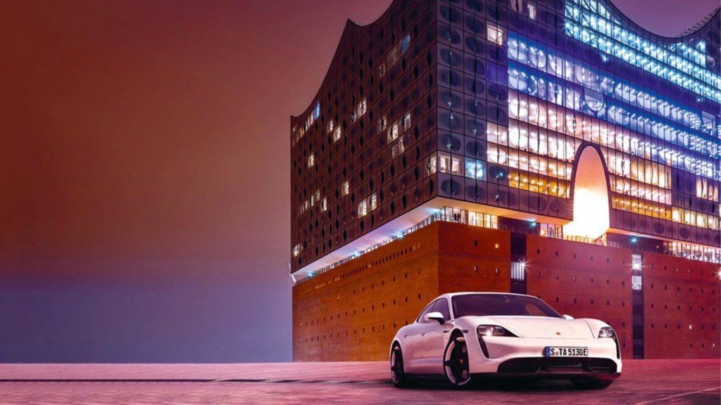 Porsche Taycan an der Elbphilharmonie